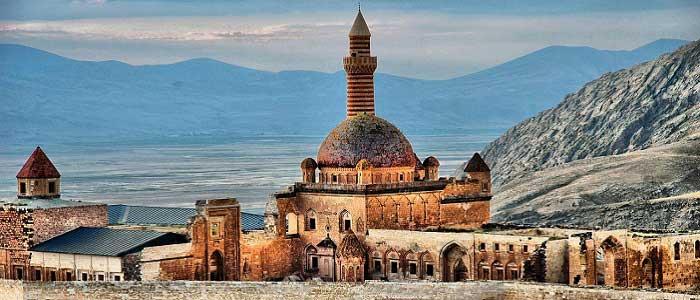 İshak Paşa Sarayı'nın Tarihçesi