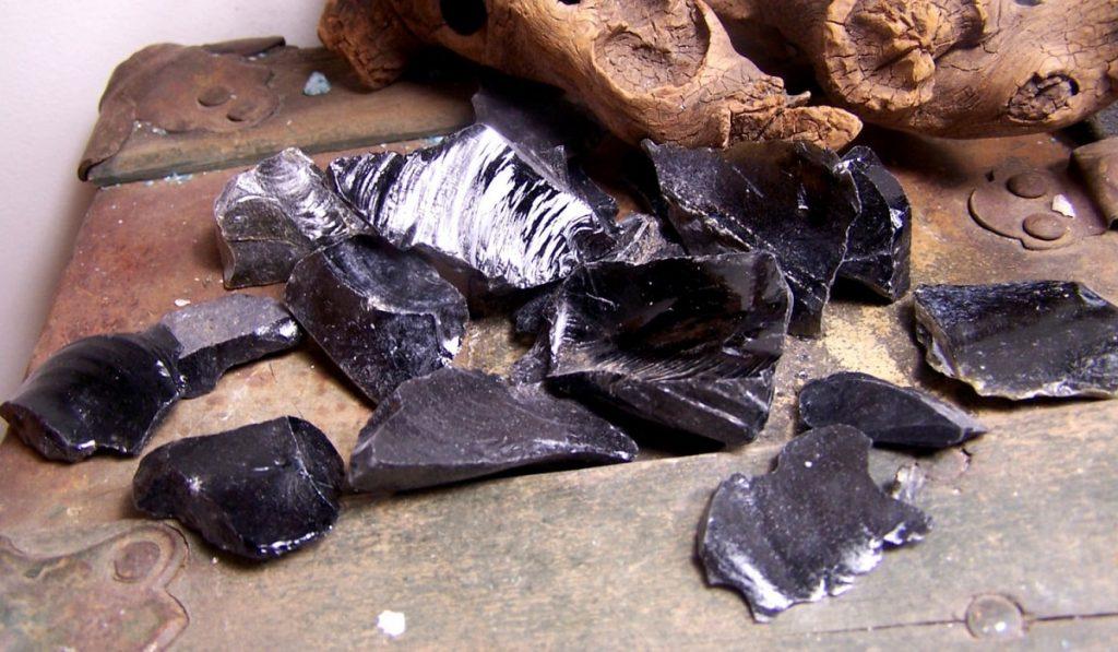 Obsidyen Taşı Nedir? Nasıl Kullanılır? Özellikleri ve Faydaları Nelerdir?