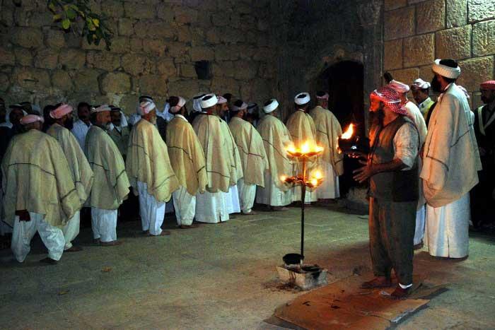 Yezidiler (Ezidiler) Kimdir? Yezidi Dini Nedir? Hakkında Bilgi
