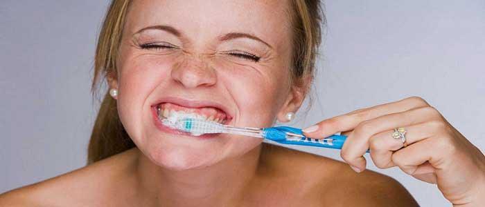 Diş Fırçalarken Yapılan Hatalar Nelerdir?