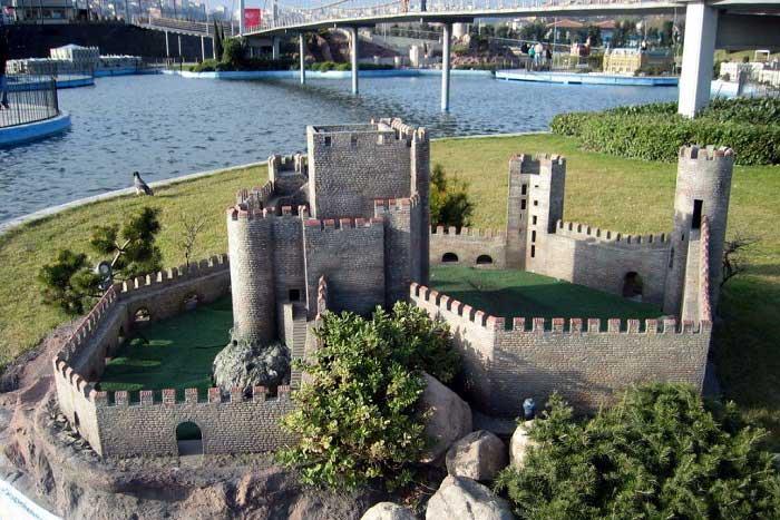 Anadolu Hisarı Hakkında Bilgiler; Nerededir, Mimarisi ve Tarihçesi