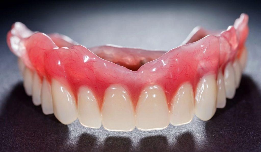Protez Diş Nedir? Bakımı Nasıl Yapılır? Çeşitleri Nelerdir?