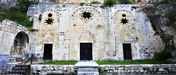 Saint Pierre Kilisesi'nin Tarihçesi