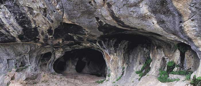 Karain Mağarası Nerededir?